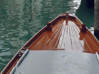 Flot båd malet med bådmaling og klar lak